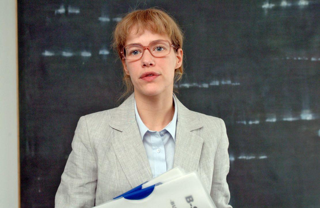Lisa (Alexandra Neldel) - ganz Businessfrau - wird bei der Bank vorstellig. (Dieses Foto von Alexandra Neldel darf nur in Zusammenhang mit der Beric... - Bildquelle: Monika Schürle SAT.1 / Monika Schürle