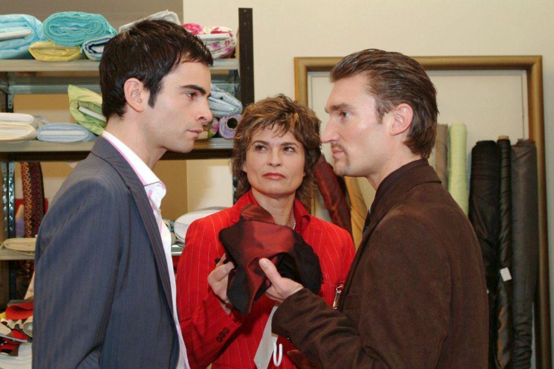 Richard (Karim Köster, r.) und seine Mutter Sophie (Gabrielle Scharnitzky, M.) sehen sich durch die Billigstoffaktion wieder einmal in ihrer Meinun... - Bildquelle: Sat.1