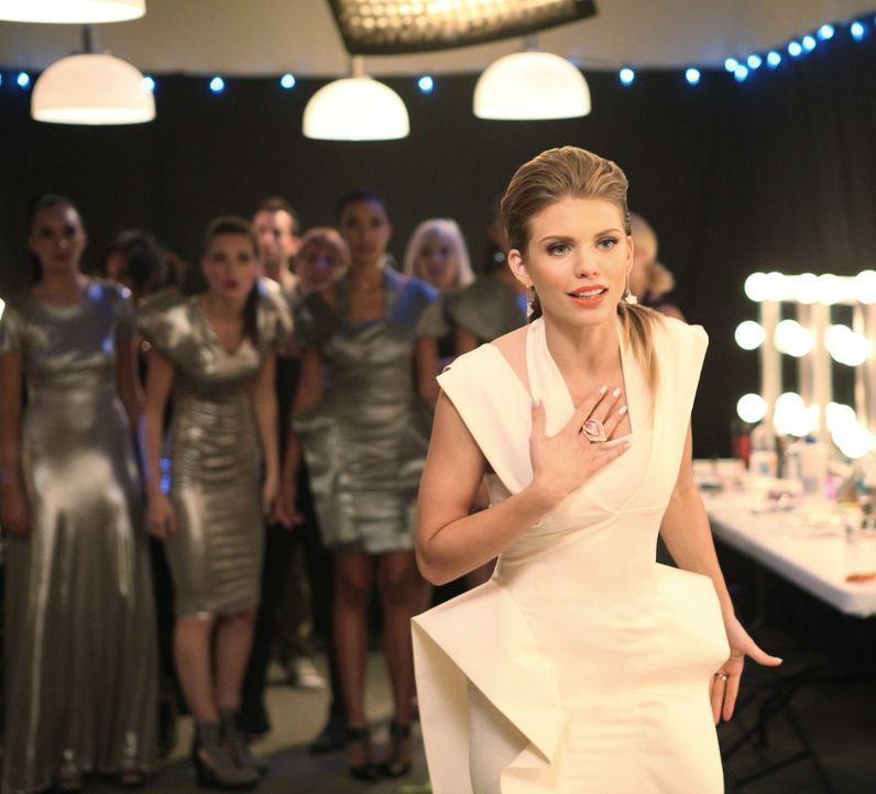Nach dem Modedesign-Wettbewerb kommt es zu einem heftigen Streit zwischen Naomi Clark (AnnaLynne McCord, r.) und Holly ... - Bildquelle: 2011 The CW Network. All Rights Reserved.
