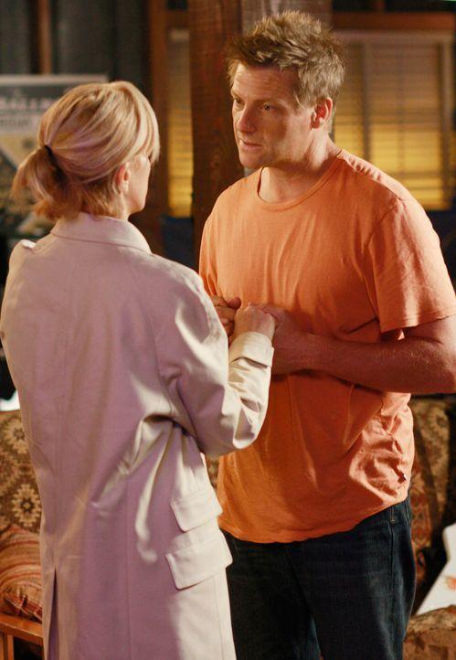 Lynette (Felicity Huffman, l.) ist misstrauisch und befürchtet, dass Tom (Doug Savant, r.) eine Affäre hat ... - Bildquelle: ABC Studios