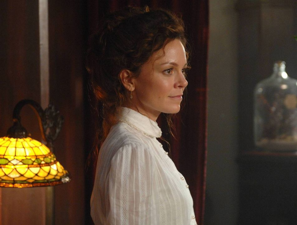 In ihren Visionen sieht sich Ingrid (Rachel Boston) in einem ihrer früheren Leben ... - Bildquelle: 2013 Lifetime Entertainment Services, LLC. All rights reserved.
