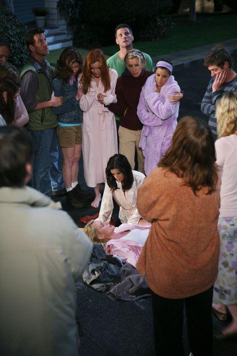 Für alle unfassbar: Edie (Nicotlette Sheridan, M.) stirbt auf offener Straße durch einen Stromschlag ... - Bildquelle: ABC Studios