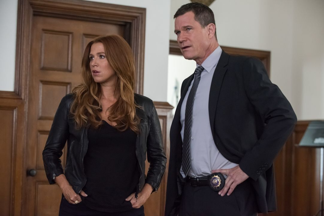 Der Mord an einem jungen Jazzmusiker führt Carrie (Poppy Montgomery, l.) und Al (Dylan Walsh, r.) nicht nur ein Konservatorium, sondern auch in Jazz... - Bildquelle: Jeff Neumann 2015, 2016 Sony Pictures Television Inc. All Rights Reserved.