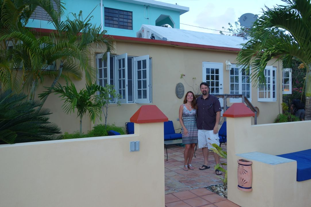 Findet der Makler die perfekte Immobilie für Sarah (l.) und Jolyon (r.), die alle Wünsche erfüllen kann? - Bildquelle: 2014, HGTV/Scripps Networks, LLC. All Rights Reserved.