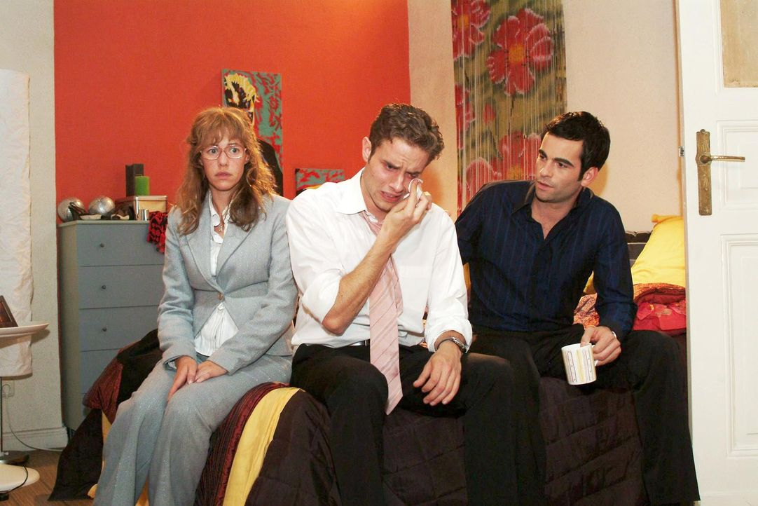 Lisa (Alexandra Neldel, l.) und David (Mathis Künzler, r.) sind gerührt, als Max (Alexander Sternberg, M.) gesteht, wie sehr er doch Yvonne liebt.... - Bildquelle: Monika Schürle Sat.1
