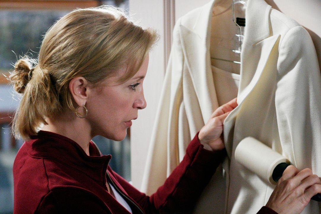 Lynette (Felicity Huffman) wird wegen ihrem Kleidungsstil von ihren Kollegen in der Agentur aufgezogen, deshalb entscheidet sie sich dafür, sich mal... - Bildquelle: 2005 Touchstone Television  All Rights Reserved