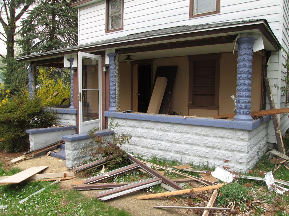 Wird dieses renovierungsbedürftige Haus Phil und Sheri viel Geld einbringen oder ihnen finanziell das Genick brechen? - Bildquelle: 2014, DIY Network's/Scripps Network's, LLC.