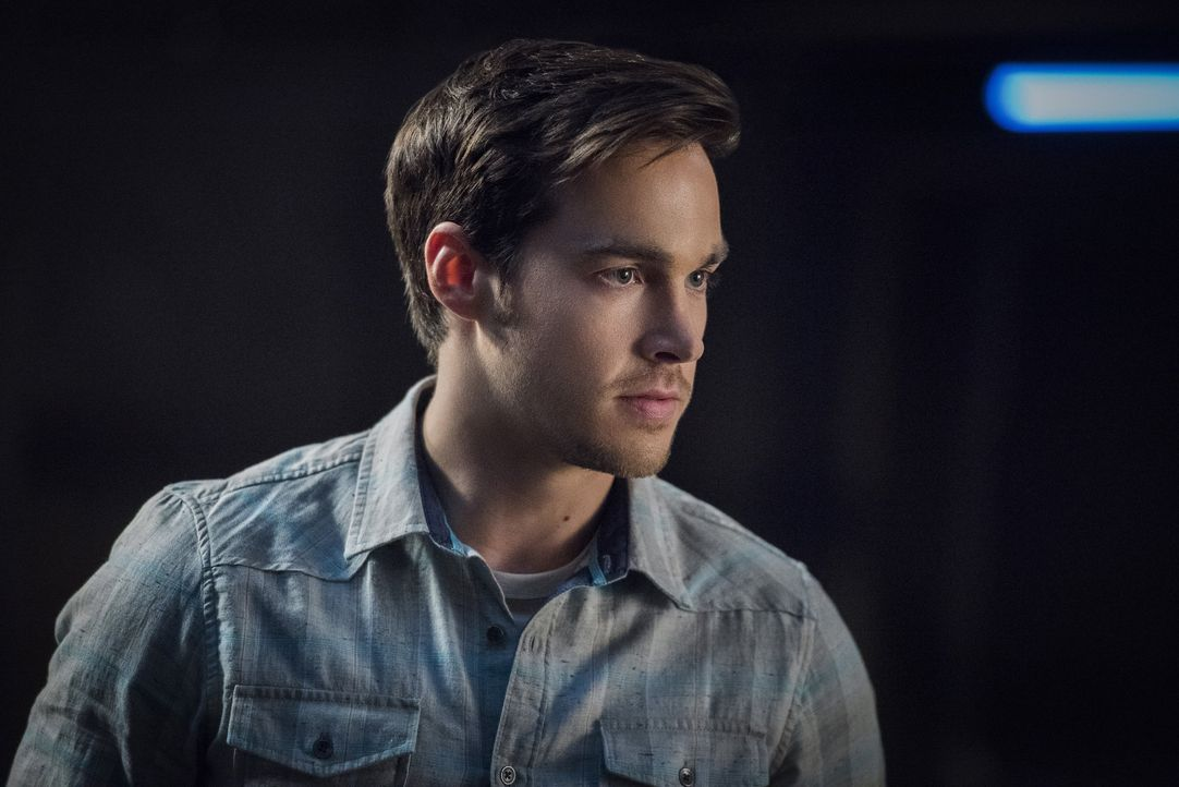 Prinz oder Hero? Mon-El (Chris Wood) muss eine schwierige Entscheidung treffen, durch die er entweder seine Familie oder Kara verlieren wird ... - Bildquelle: 2016 Warner Brothers