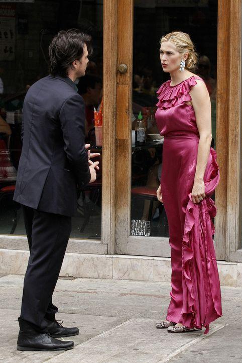 Lily (Kelly Rutherford, r.) ist sich immer noch nicht im Klaren über ihre Gefühle und sucht deshalb das Gespräch mit Rufus (Matthew Settle, l.). - Bildquelle: Warner Brothers