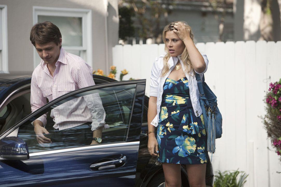 Laurie (Busy Philipps, r.) lernt Smith (Ryan Devlin, l.), einen reichen Studenten, kennen, mit dem sie zwei Nächte verbringt ohne mit ihm zu schlaf... - Bildquelle: 2009 ABC INC.