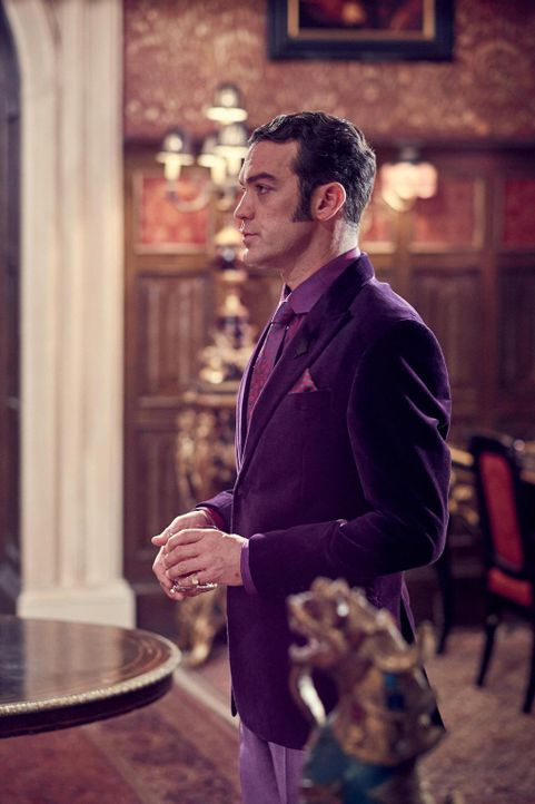 Kann König Cyrus (Jake Maskall) am Hofe irgendjemandem vertrauen? - Bildquelle: 2015 E! Entertainment Media LLC/Lions Gate Television Inc.
