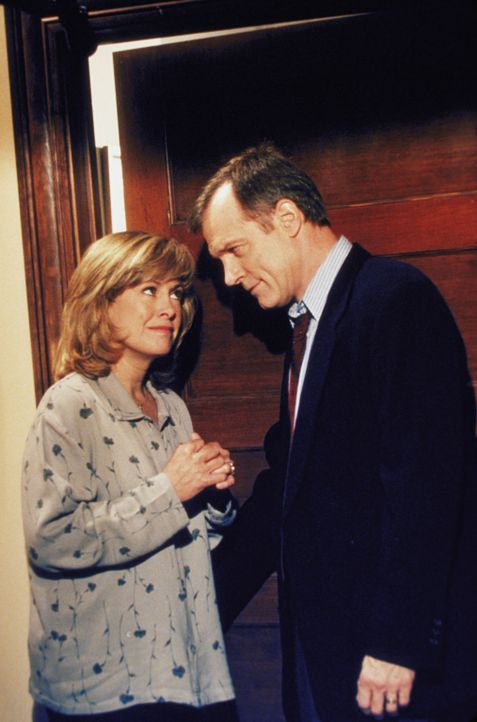 Haben schon so manches Problem gemeistert: Annie (Catherine Hicks, l.) und Eric (Stephen Collins, r.) - Bildquelle: The WB Television Network