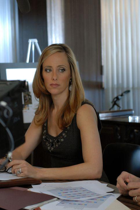 Eine Idee muss her: Nico (Kim Raver) muss Hector etwas ganz Spektakuläres präsentieren, damit er sie als Chefredakteurin in Betracht zieht ... - Bildquelle: 2004 NBC, Inc.