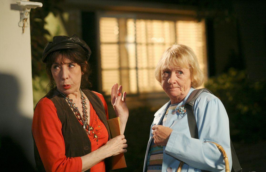Gemeinsam versuchen sie Details über Daves Vergangenheit einzuholen: Mrs. McCluskey (Kathryn Joosten, r.) und ihre Schwester Roberta (Lily Tomlin, l... - Bildquelle: ABC Studios
