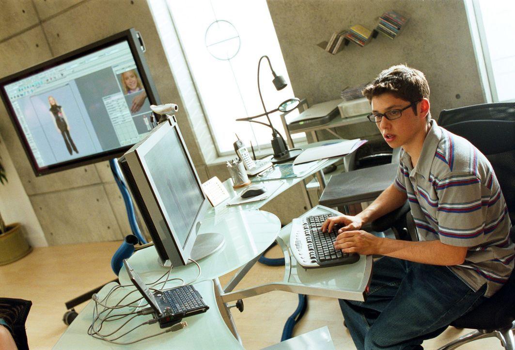 Technik-Freak Roscoe (Ricky Ullman) bastelt ständig an irgendwelchen Erfindungen herum. Doch eines Tages hat er eine besondere Idee ... - Bildquelle: The Disney Channel