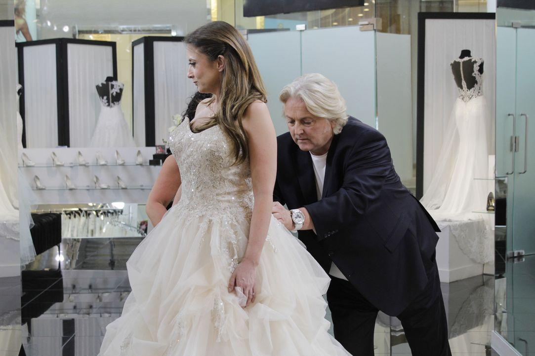 Braut Verity bringt ihren Verlobten zum Hochzeitskleidkauf mit, weil sie sei... - Bildquelle: TLC & Discovery Communications