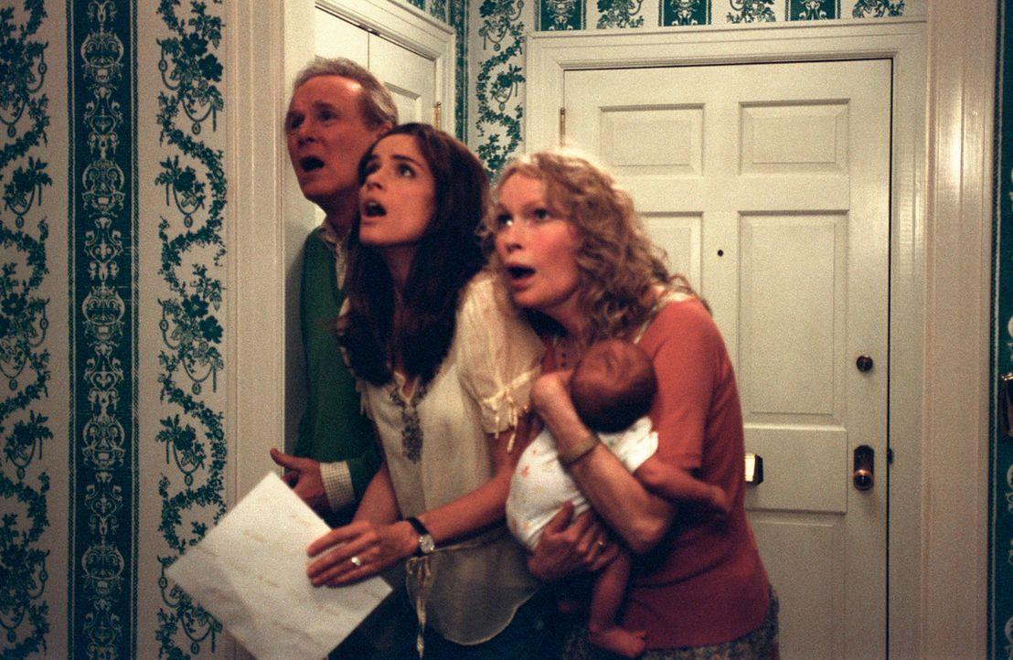 Sofia (Amanda Peet, M.) und ihre Eltern (Charles Grodin, l. und Mia Farrow, r.) können nicht glauben, dass Schwiegersohn Tom derart ausrasten kann....