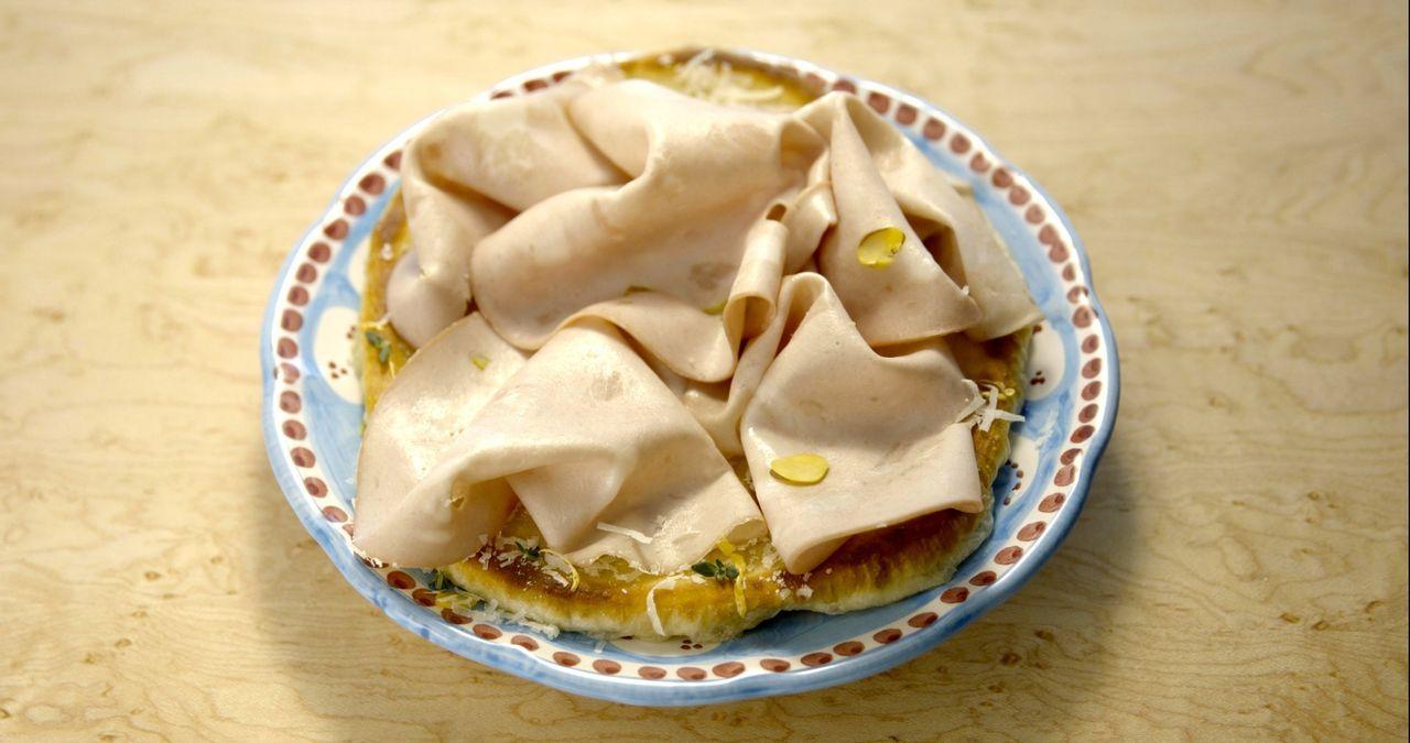 Wenn es Pizza Bianco mit Mortadella gab, war Giada als Kind immer überglücklich und auch heute noch kocht sie dieses Gericht gerne ... - Bildquelle: 2015,Television Food Network, G.P. All Rights Reserved