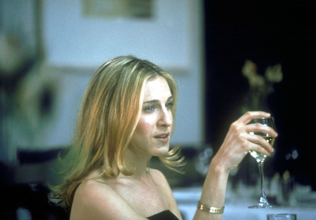 Carrie (Sarah Jessica Parker) verbringt mehr und mehr Zeit mit Mr. Big, was dazu führt, dass sie ihre Freundinnen sträflich vernachlässigt. - Bildquelle: Craig Blankenhorn 1998 HBO