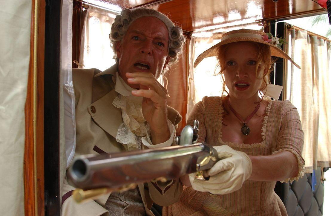 Noch ahnt Charlotte (Jessica Chastain, r.) nicht, dass ihr Adoptivvater, Gouverneur Charles Eden (Richard Chamberlain, l.), dunkle Geschäfte mit de... - Bildquelle: Hallmark Entertainment