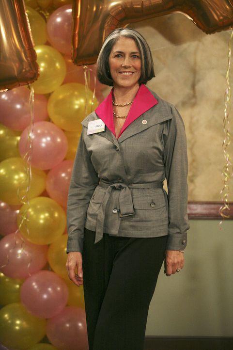 Beim Abschlussfoto bekommt Casey die Adresse von Paula Baker (Carol Potter). Ashleigh erzählt ihr, dass sie zu den wichtigsten Persönlichkeiten der... - Bildquelle: 2008 ABC Family