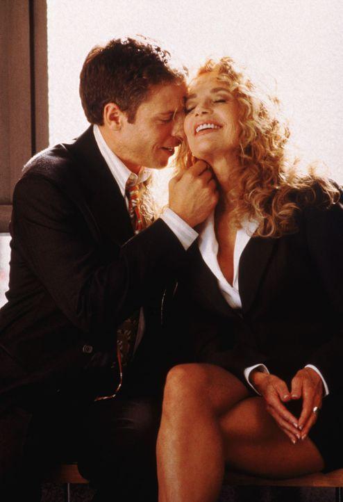 Zwischen Richard (Greg Germann, l.) und seiner Freundin Whipper (Dyan Cannon, r.) sprühen die Funken. Bis sie einen anderen küsst ... - Bildquelle: Twentieth Century Fox Film Corporation. All rights reserved.