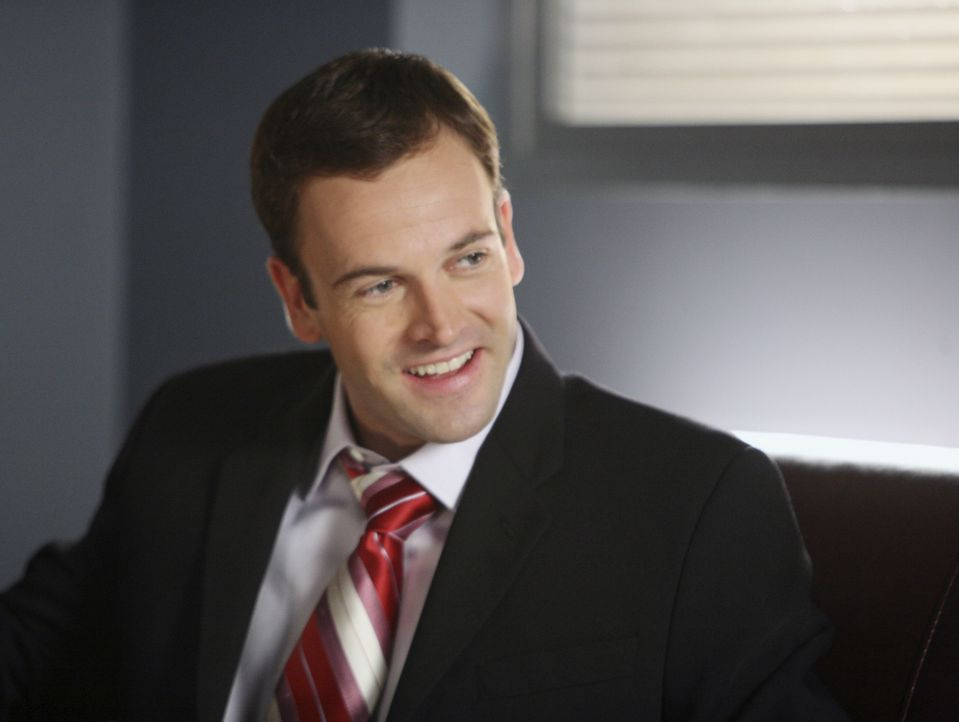 Weil er im Gerichtssaal zu singen anfängt, verliert Eli (Jonny Lee Miller) vielleicht schon bald seine Zulassung als Rechtsanwalt ... - Bildquelle: Disney - ABC International Television