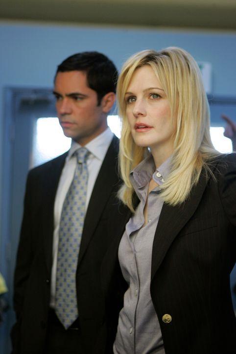 Ermitteln in einem äußerst schwierigen Fall: Det. Lilly Rush (Kathryn Morris, r.) und Det. Scott Valens (Danny Pino, l.) - Bildquelle: Warner Bros. Television