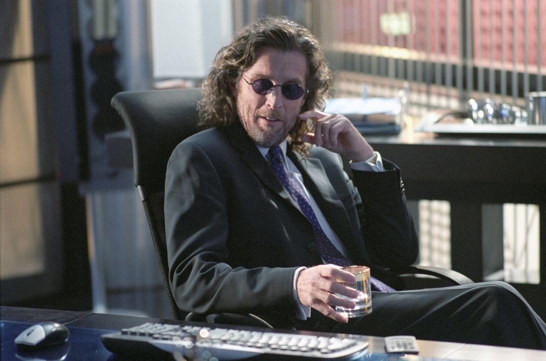 Lucas will Lex um jeden Preis aus der Firma herausdrängen, um später einmal das Lionels (John Glover) Erbe ganz allein antreten zu können ... - Bildquelle: Warner Bros.
