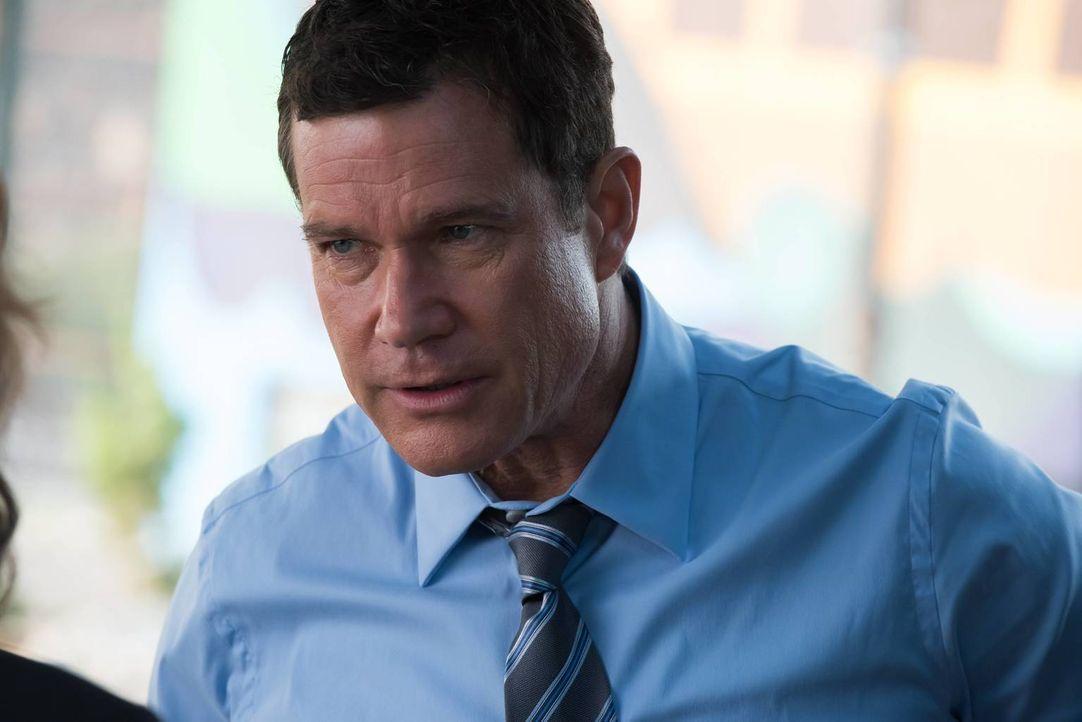 Als Al (Dylan Walsh) Beweise findet, dass Russo den Auftragsmörder engagiert haben könnte, um ihr Vergehen zu vertuschen, muss er sie festnehmen ... - Bildquelle: Jeff Neumann 2015, 2016 Sony Pictures Television Inc. All Rights Reserved.