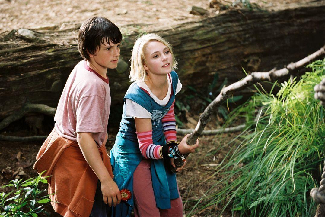 Zusammen erfinden Jess (Josh Hutcherson, l.) und Leslie (Anna Sophia Robb, r.) eine eigene Welt, das geheime Königreich Terabithia. Dieses lässt  si... - Bildquelle: 2006 Constantin Film, München