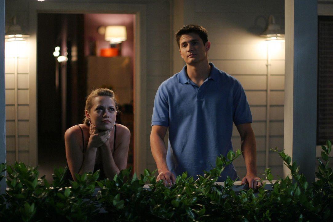 Haley (Bethany Joy Galeotti, l.) will bei ihrem Date mit Nathan (James Lafferty, r.) nur an die Orte zurückkehren, mit denen sie eine gemeinsame Er... - Bildquelle: Warner Bros. Pictures