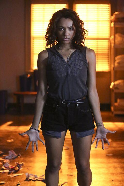Eigentlich hatte Bonnie (Kat Graham) gehofft, dass das sechse Mitglied von Lilys Familie ihr helfen könnte, doch als dieser den Grund für ihre Visio... - Bildquelle: Warner Bros. Entertainment, Inc.