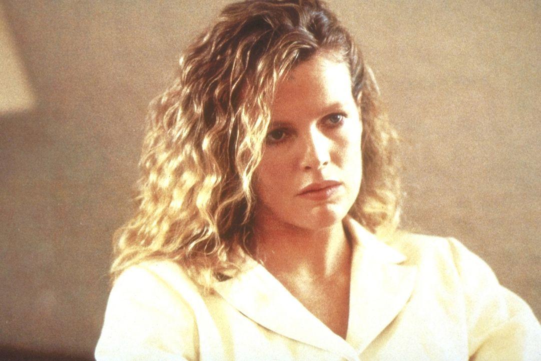 Die attraktive Michel Duval (Kim Basinger) ist der Schlüssel zur Lösung eines tödlichen Komplotts ... - Bildquelle: TriStar Pictures