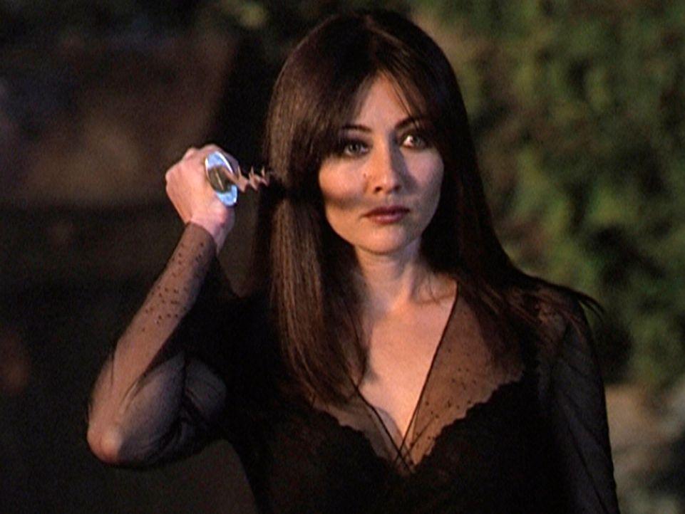 Prues (Doherty Shannen) Date entpuppt sich als böser Zauberer, der sie entführt. - Bildquelle: Paramount Pictures