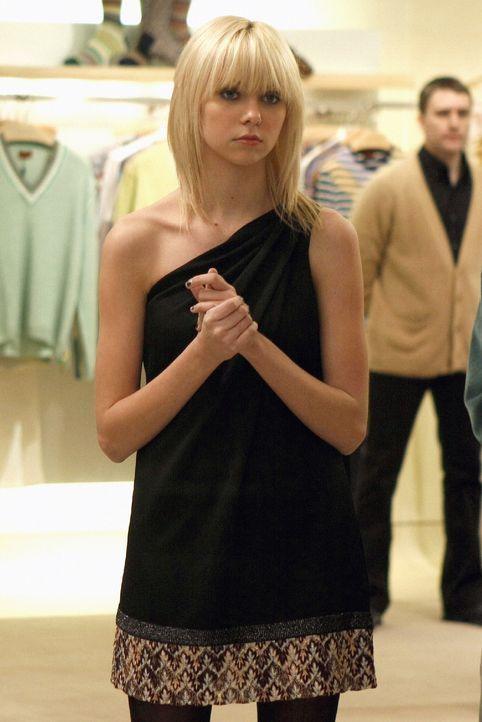 Ihre Geburtstagsparty endet im Chaos: Jenny (Taylor Momsen) ... - Bildquelle: Warner Brothers