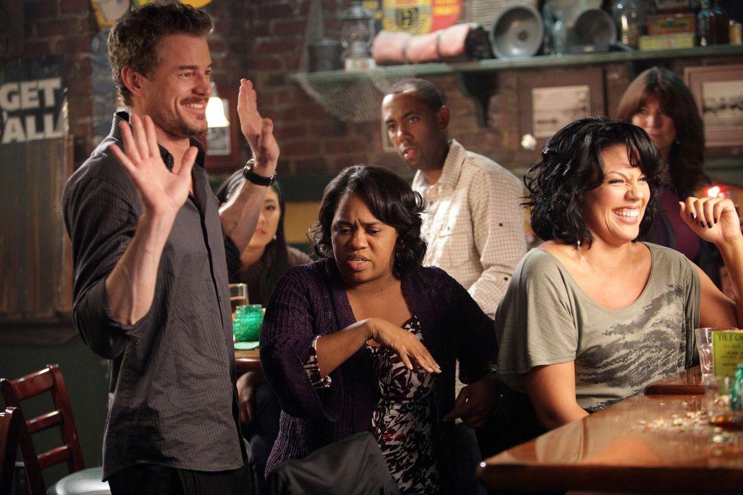 Cristina, die jetzt in Joe's Bar arbeitet, hat ein ausgesprochenes Händchen, harte Drinks zu mixen. Bailey (Chanrda Wilson, M.) und Callie (Sara Ram... - Bildquelle: ABC Studios