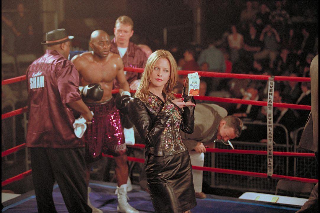 Schon bald erzielt die zierliche Boxmanagerin Jackie Kallen (Meg Ryan, r.) mit Luther Shaw (Omar Epps, M.) bessere Resultate, als dem arroganten Box... - Bildquelle: Paramount Pictures