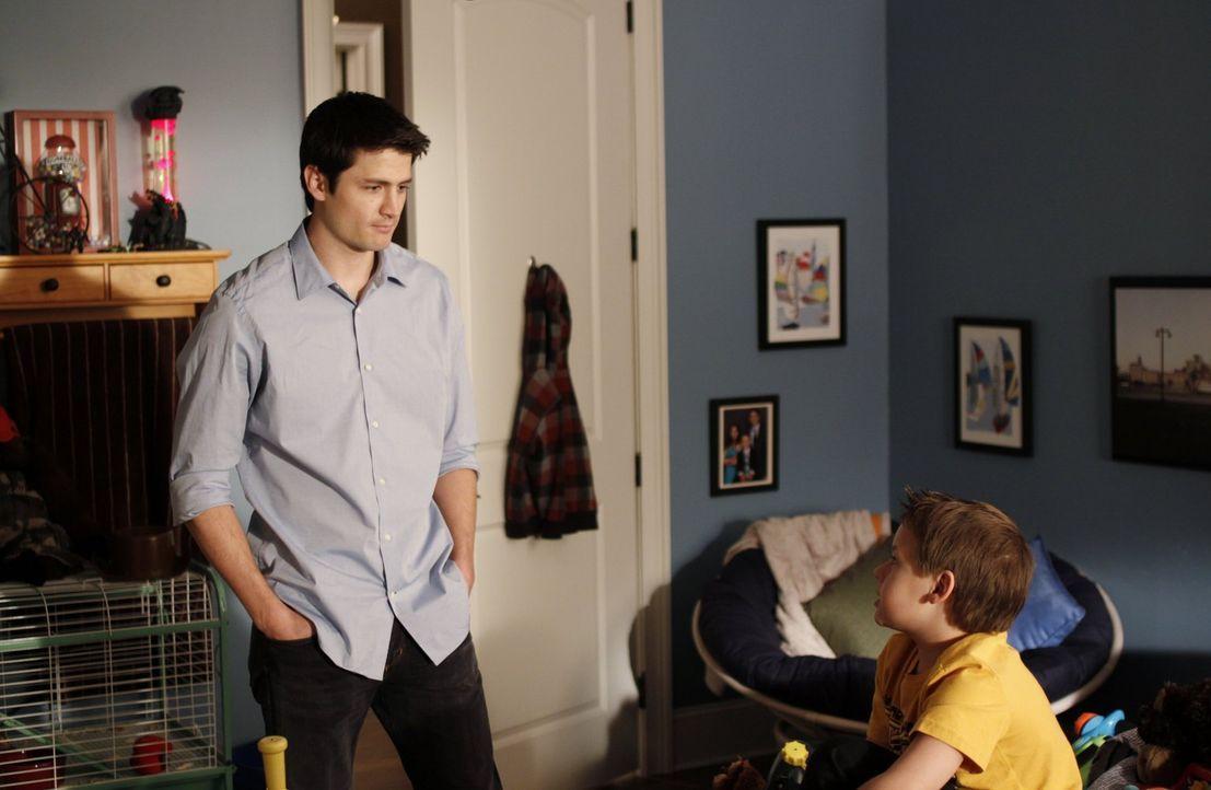 Nathan (James Lafferty, l.) möchte Jamie (Jackson Brundage, r.) zu Seite stehen und ihm die schwierige Situation mit seiner Großmutter vereinfachen... - Bildquelle: Warner Bros. Pictures