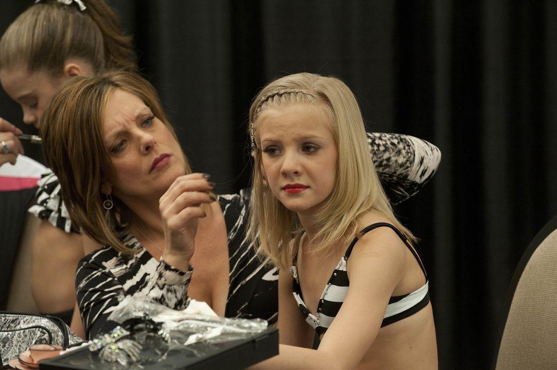 Bei diesem Wettbewerb ist die Konkurrenz stark, das wissen auch Paige (r.) und ihre Mutter Kelly (l.) ... - Bildquelle: 2012 A+E Networks