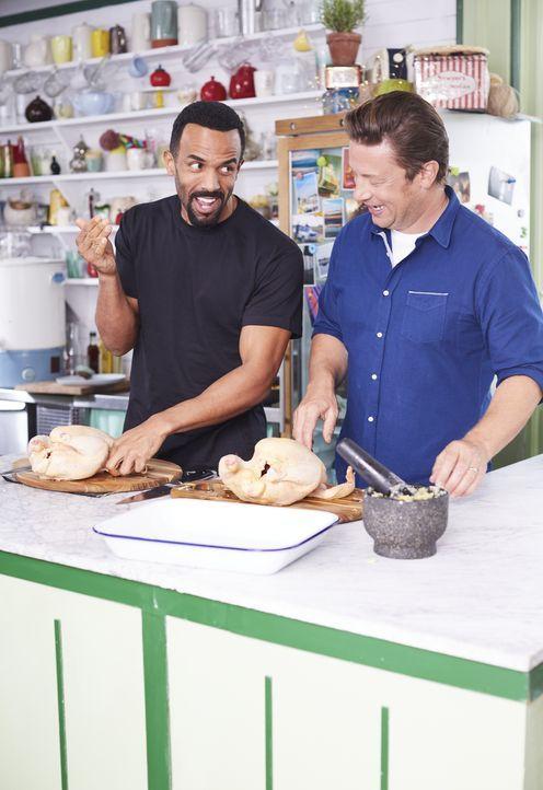 Craig David (l.); Jamie Oliver (r.) - Bildquelle: David Loftus