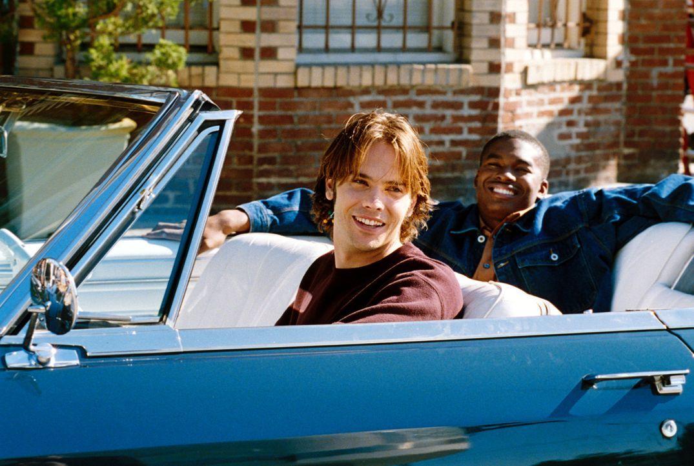 Als Matt (Barry Watson, l.) zusammen mit seinem Kumpel John (Chaz Lamar Shepherd, r.) eine Spritztour macht, sieht er seinen kleinen Bruder mit eine... - Bildquelle: The WB Television Network