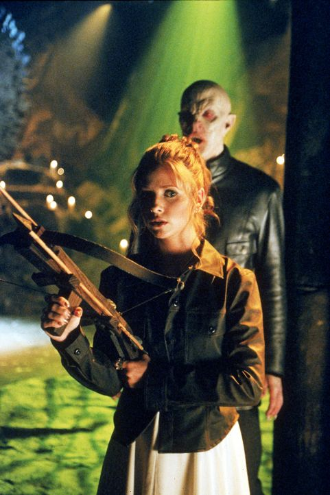 Buffy (Sarah Michelle Gellar)tritt zum letzten Gefecht gegen den Meister (Mark Metcalf)an. - Bildquelle: TM +   2000 Twentieth Century Fox Film Corporation. All Rights Reserved.