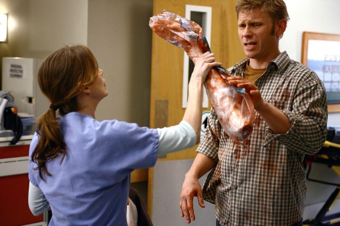 Ein Verkehrsunfall bringt spannende Fälle ins Krankenhaus - Meredith (Ellen Pompeo, l.) und Mark kümmern sich um eine junge, hochschwangere Frau,... - Bildquelle: Touchstone Television