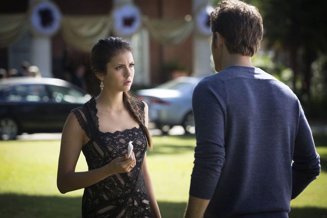 Er wird ihr immer helfen, egal was die Verwandlung mit Elenas (Nina Dobrev, l.) Gefühlen anstellt: Stefan (Paul Wesley, r.) ... - Bildquelle: Warner Brothers