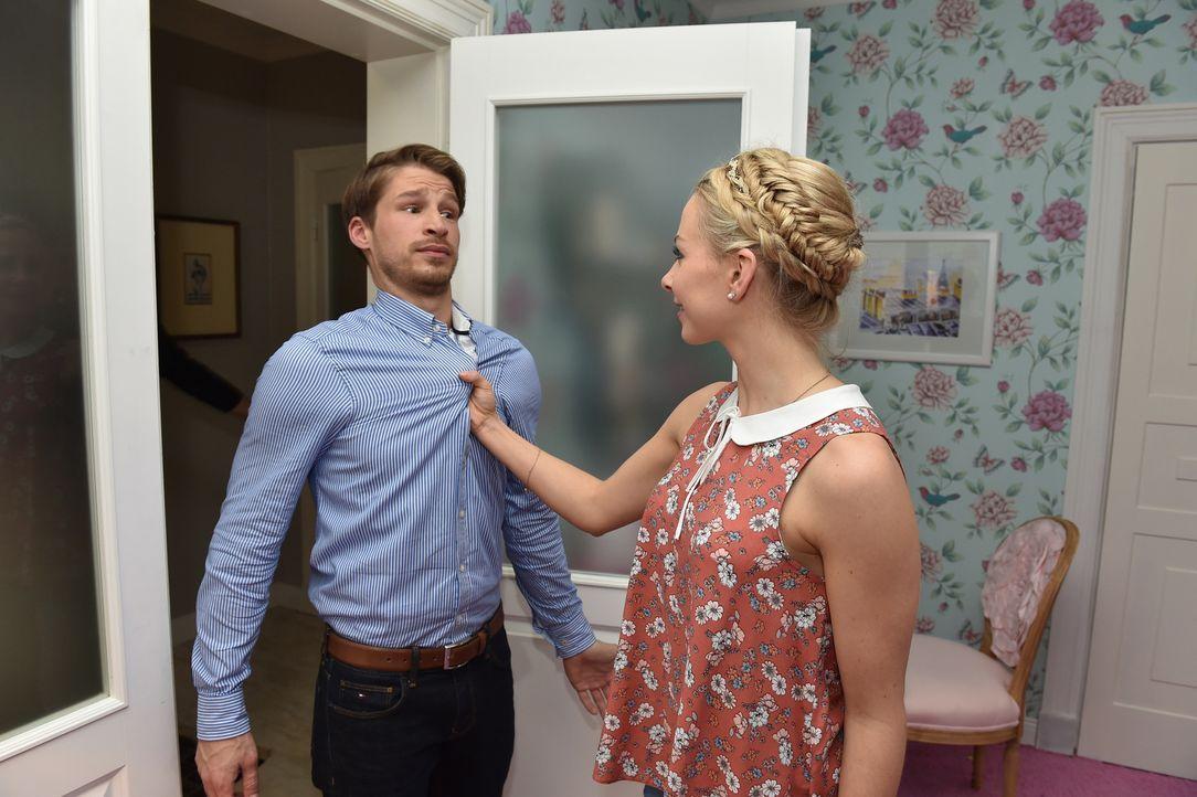 Luisa (Jenny Bach, r.) und Julian (Oliver Bender, l.) steuern auf eine Versöhnung zu ... - Bildquelle: Andre Kowalski sixx