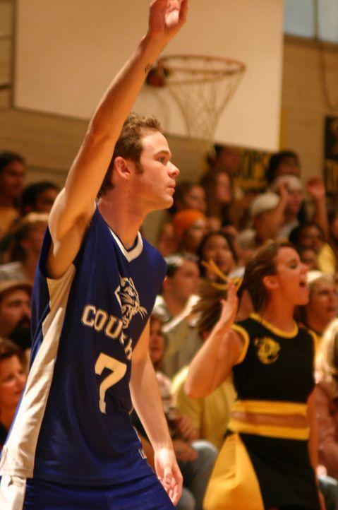 Connor (Shawn Ashmore) ist der Basketball-Star der Highschool, die Herzen der hübschesten Mädchen liegen ihm zu Füßen. Doch er zeigt nur Interesse f... - Bildquelle: Copyright   2005 Burnt Orange Productions, LLC. All Rights Reserved.