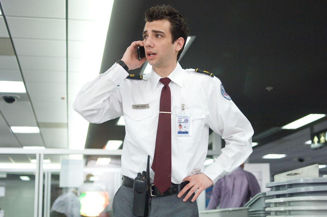 Molly hat ihr Handy an der Sicherheitsschleuse vergessen. Kirk (Jay Baruchel) findet es und verspricht ihr, es am nächsten Tag vorbei zu bringen ... - Bildquelle: 2009 DREAMWORKS LLC. All Rights Reserved.
