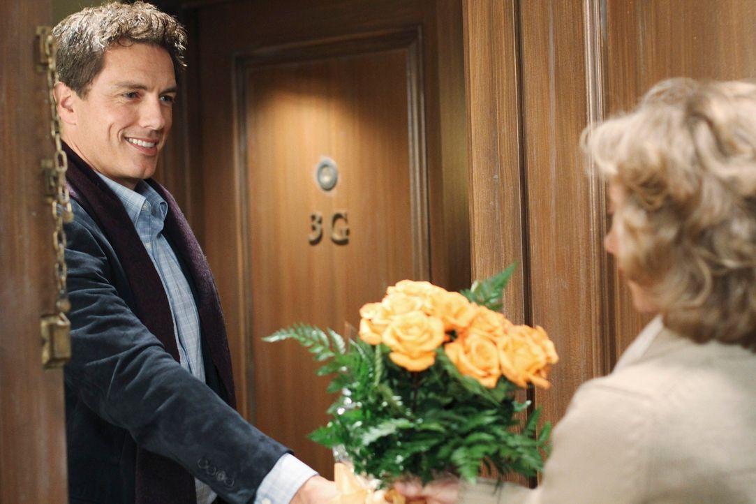 Noch ahnt Iris Beckley (Ellen Crawford, r.) nicht, was Patrick Logan (John Barrowman, l.) mit ihr vor hat ... - Bildquelle: ABC Studios