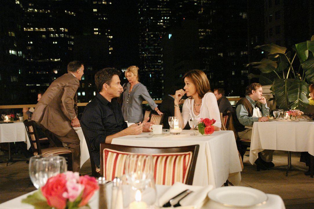 Meg (Jayne Brook, r.) kommt nach Hause und bemerkt, dass Violet und Pete (Tim Daly, l.) enger befreundet scheinen, als bei ihrer Abreise. Kurz darau... - Bildquelle: ABC Studios